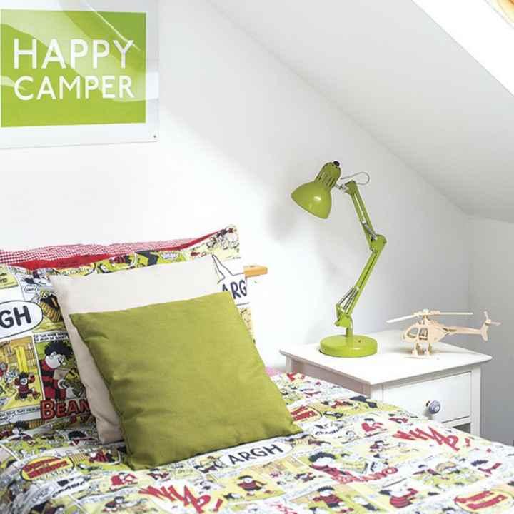 دکوراسیون اتاق خواب پسرانه - تزیین اتاق زیرشیروانی با رنگهای روشن