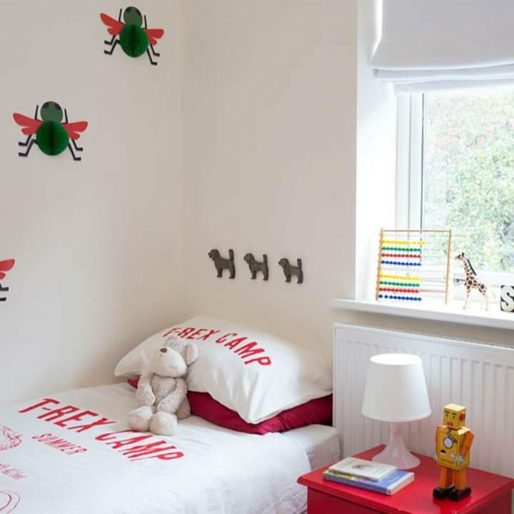 دکوراسیون اتاق خواب پسرانه - تزیین اتاق با اکسسوری رنگارنگ