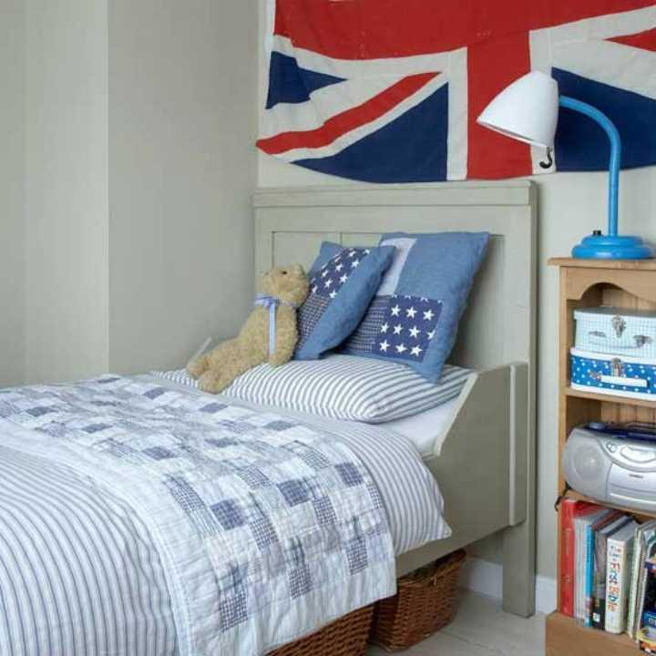 دکوراسیون اتاق خواب پسرانه - تزیین اتاق با پرچم