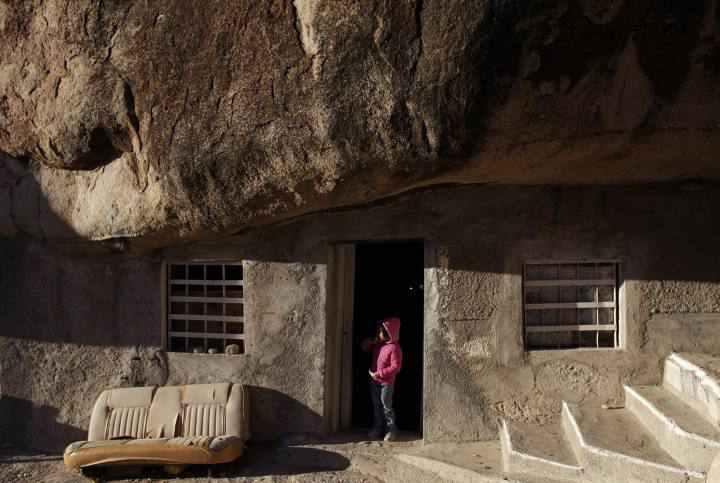[block]خانه ای خشتی که سقف آن تخته سنگ بزرگی است