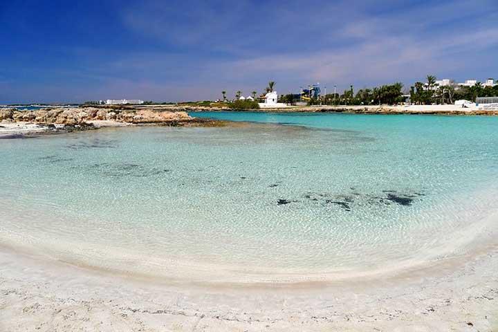 استراحت در ساحل نیسی در سفر به قبرس