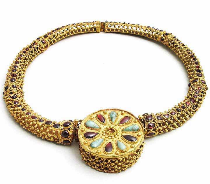 جواهراتی با طرحهای گنجینههای باستانی گرجستان