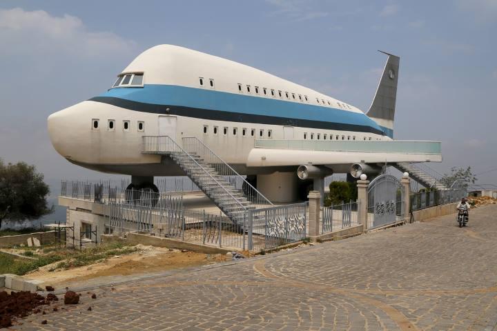 [block]خانه ای به شکل هواپیما