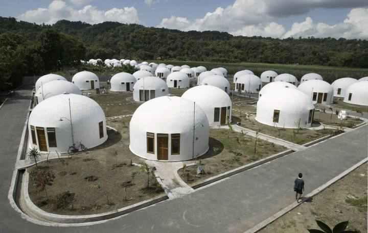 [block]خانه های گنبدی ساخته شده برای روستاییان زلزله زده در اندونزی