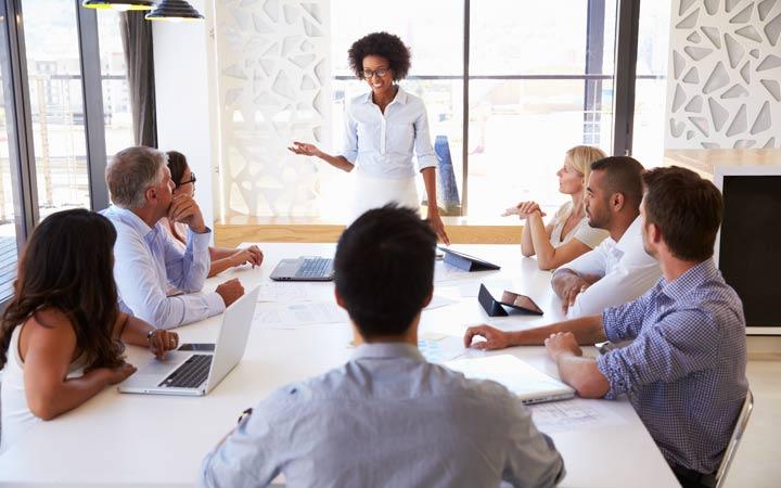 برای کاهش اضطراب از صحبت در جمع، از تعداد کمتری از افراد شروع کنید