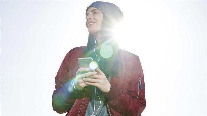 علت داغ شدن گوشی - نور مستقیم خورشید