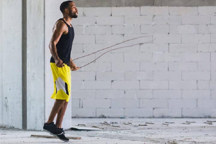 طناب زدن یک نوع تمرین کاردیو است