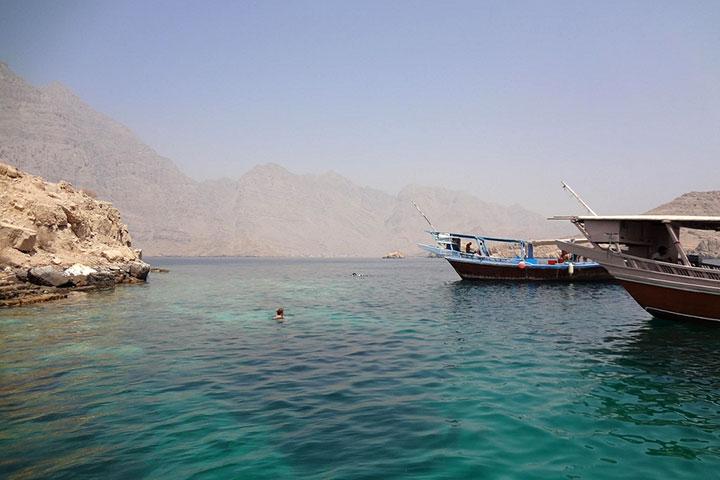 سفر به عمان و جزیرهی تلگراف