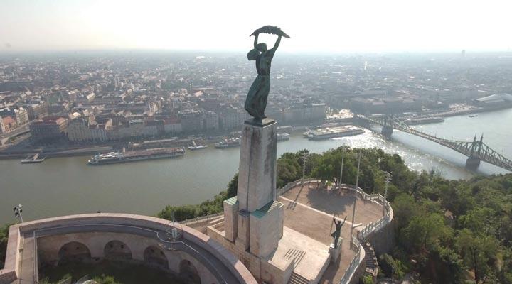 جاهای دیدنی بوداپست - مجسمهی آزادی