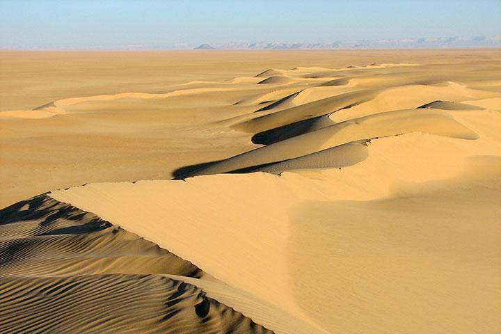 سفر به عمان و تپههای شنی رَملات سَحمه