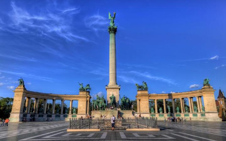 جاهای دیدنی بوداپست - میدان دلاوران