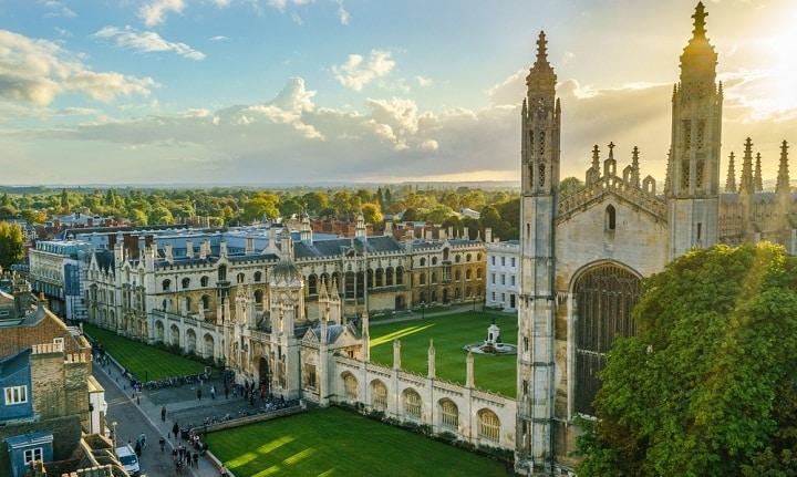 نمایی از دانشگاه کمبریج یکی از بهترین دانشگاه های جهان