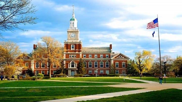 نمایی از دانشکاه هاروارد یکی از بهترین دانشگاه های جهان