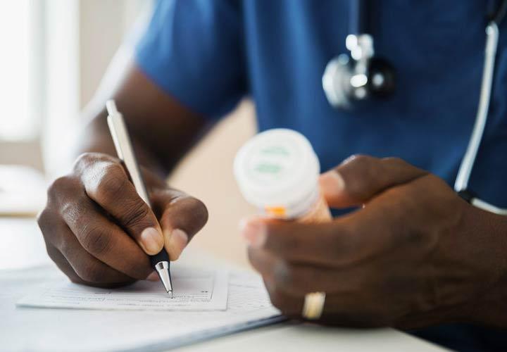 هورمون تستوسترون - پزشک بای دبا توجه هب وضعیت فرد و مزایا و معایب روش های مختلف روش درمانی مناسب را تجویز بکند.