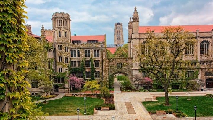 نمایی از دانشگاه شیکاگو یکی از بهترین دانشگاه های جهان