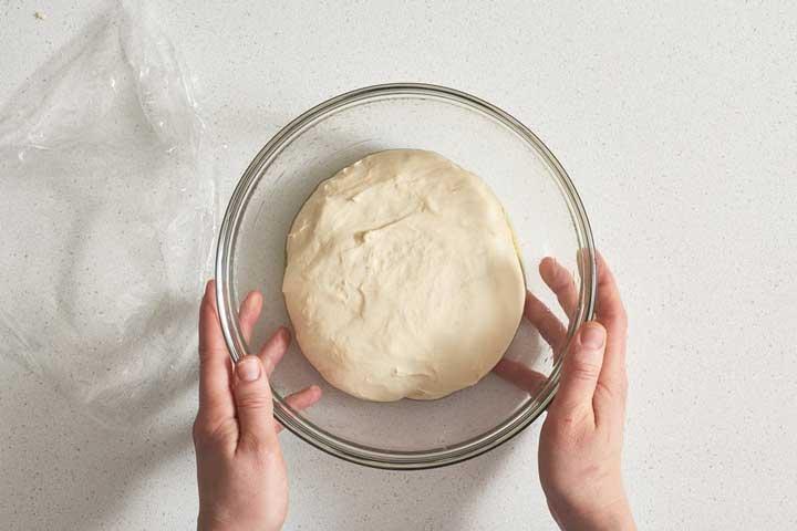 طرز تهیه خمیر پیتزا - پختن