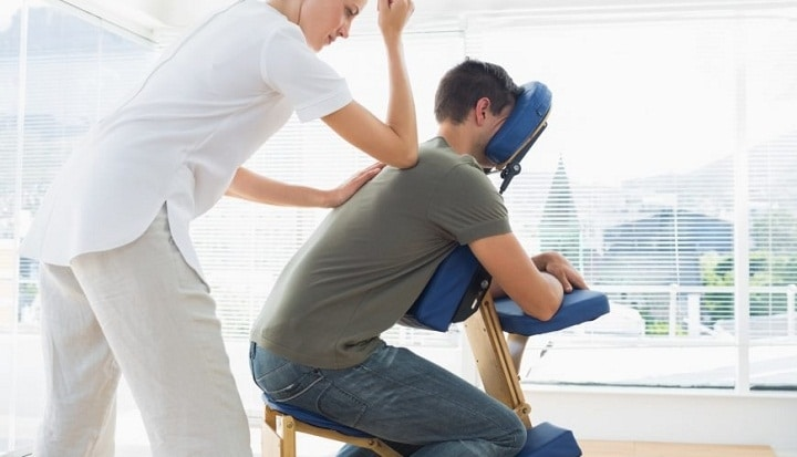 یکی از انواع ماساژ ماساژ با صندلی مخصوص ماساژ است.
