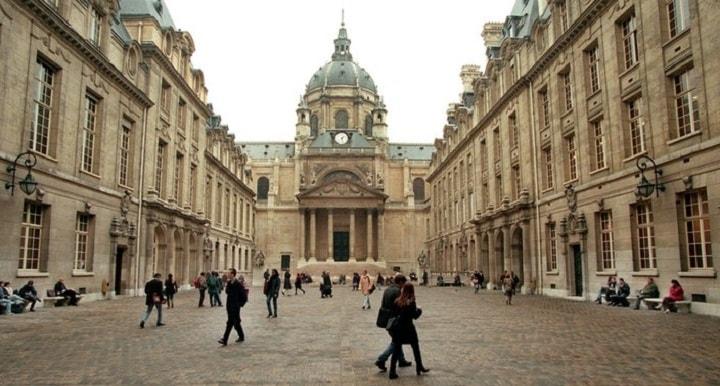 نمایی از دانشگاه پاریس یکی از بهترین دانشگاه های جهان