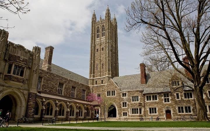 نمایی از برج هلدر در دانشگاه پرینستون یکی از بهترین دانشگاه های جهان
