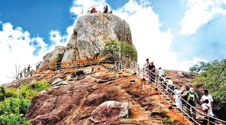 سفر به سریلانکا - فستیوال پوسون