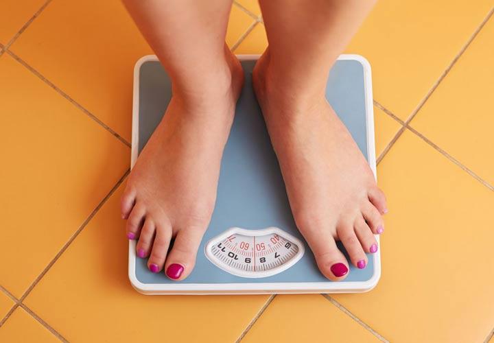 با توجه به کاهش کالری دریافتی در رژیم فستینگ فرد می تواند در آن وزن کم بکند.