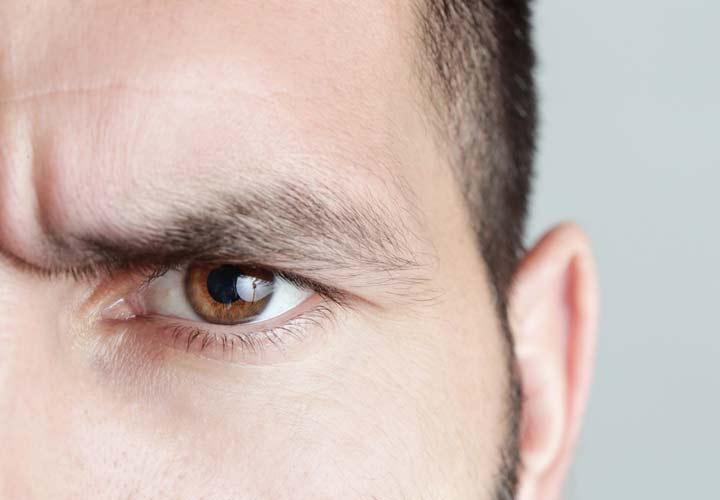 از بین بردن خط اخم - افزایش سن، ژنتیک، حالت های چهره، سیگارکشیدن و استرس از عوامل ایجاد خط اخم هستند.