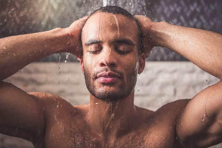 فواید دوش آب سرد - بهبود افسردگی
