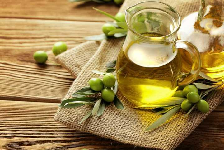 ۱۳ غذایی که خطر ابتلا به سرطان را کاهش میدهد - روغن زیتون