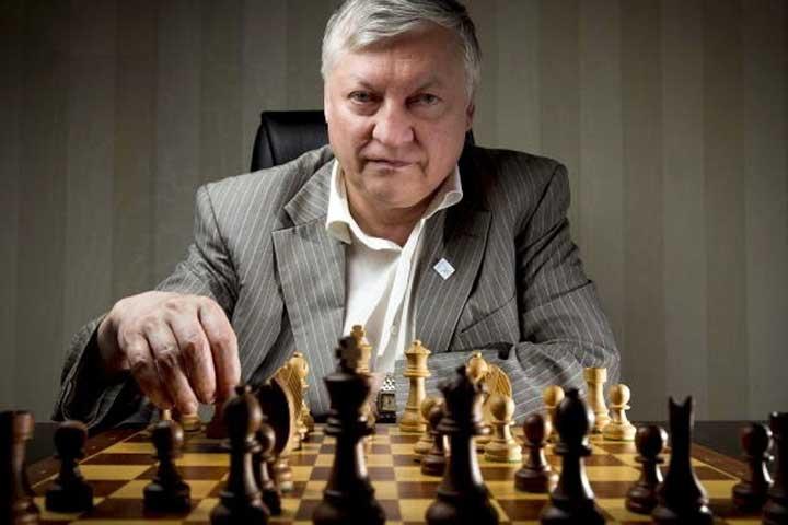 آناتولی کارپف، از قهرمانان شطرنج جهان