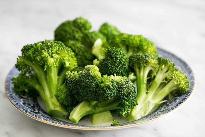 ۱۳ غذایی که خطر ابتلا به سرطان را کاهش میدهد - بروکلی
