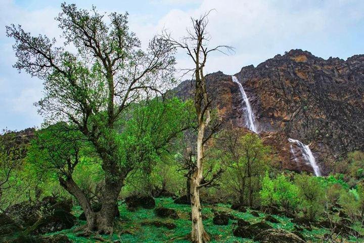 آبشار برنجه - جاهای دیدنی لرستان - عکس حمید بازگیر