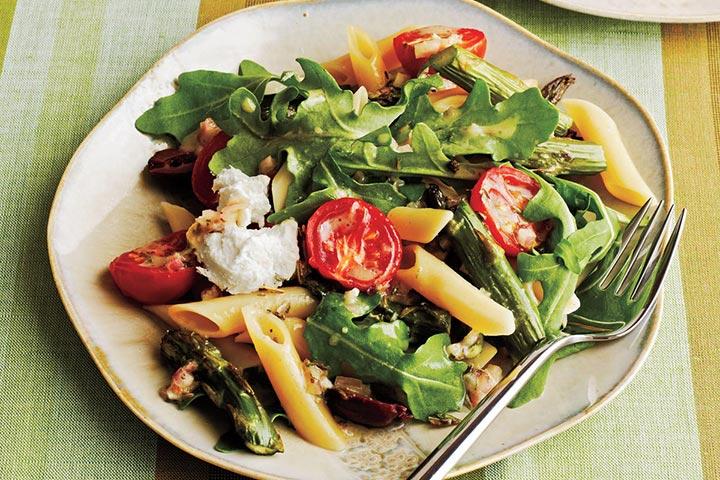 سالاد پنهٔ مارچوبه و گوجهفرنگی کبابی با پنیر بُز، از انواع پاستا