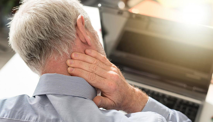 علت درد پشت سر و راههای درمان آن