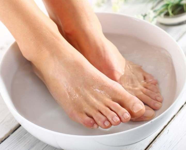 علت سوزش کف پا - درمان های خانگی برای کاهش درد