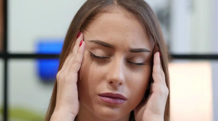 درمان سردرد با ماساژ و فشار بر ماهیچه های گیجگاهی