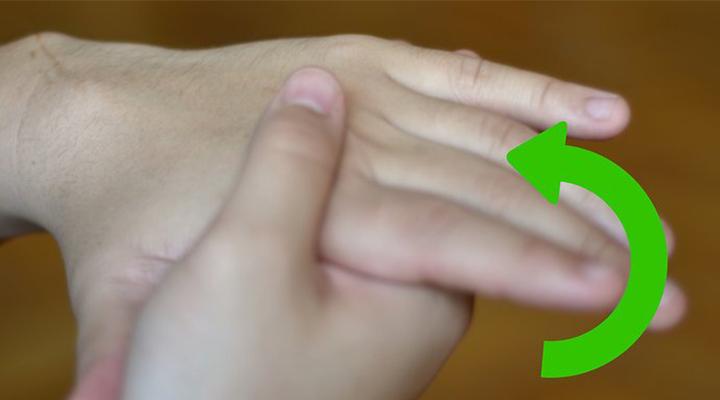 بعد از ماساژ کف دست جای دستها را عوض کنید