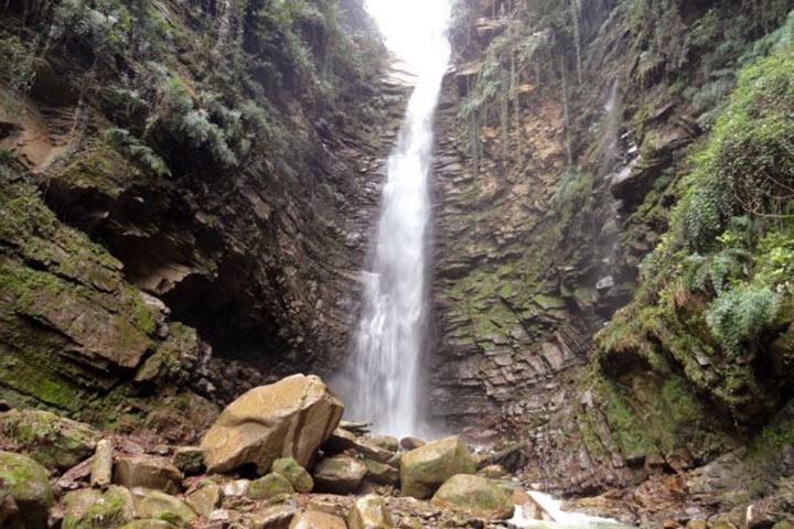 آبشار سیاهتاش