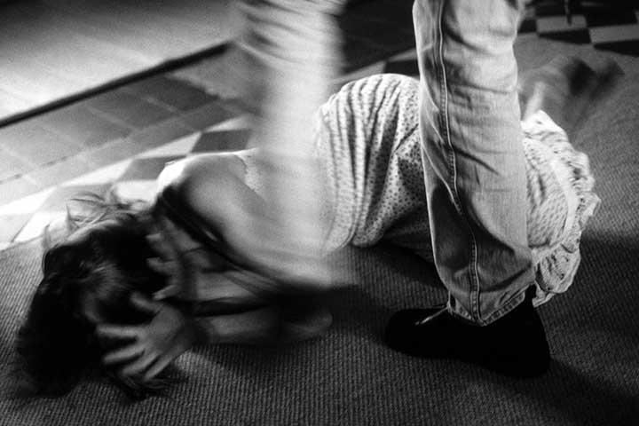 خشونت خانگی و آزارواذیت جسمی و جنسی