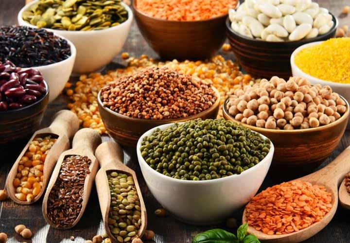 یکی از راه ها برای کاهش اسید اوریک بالا، کاهش مصرف مواد غذایی سرشار از پورین است.