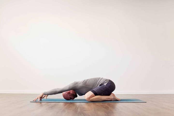 حرکات کششی مناسب برای درمان گرفتگی کمر