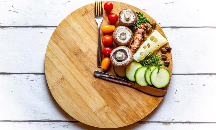 انواع رژیم غذایی لاغری - روزه داری متناوب