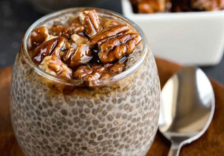 دانه چیا برای لاغری - می توان دانه چیا را در انواع نوشیدنی و دسر استفاده کرد.