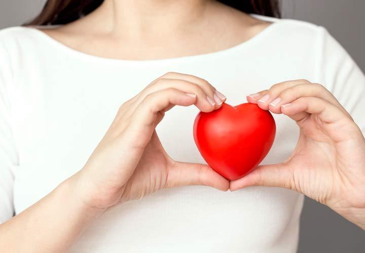 کمک به سلامت قلب از خواص آلو محسوب می شود.