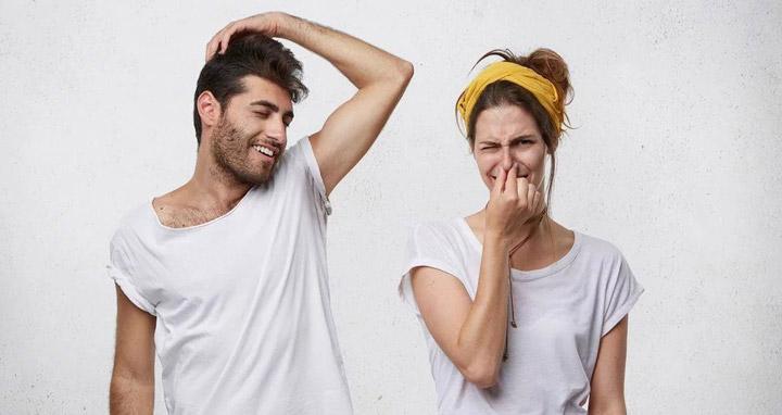 ۱۰ حقیقت مهم که از بوی بدن خود دریافت میکنید