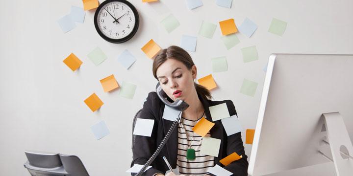 ضررهاي انجام چند كار همزمان - ۱۲ اشتباه شروع روز كاري كه باعث كاهش بهره وري مي شوند