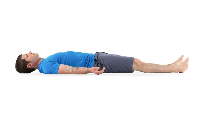 ۱۲ تمرین یوگا برای افراد مبتدی - شاواسانا  یا حالت کالبدی یا حالت مرده