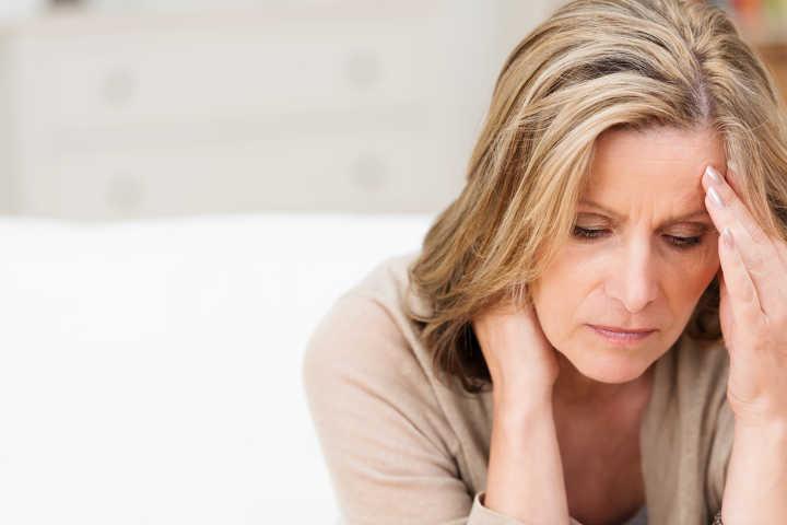سوزش ادرار ر زنان در نتیجهٔ واژینیت آتروفیک
