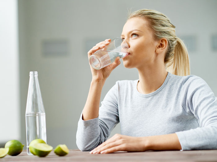 نوشیدن آب خود مراقبتی
