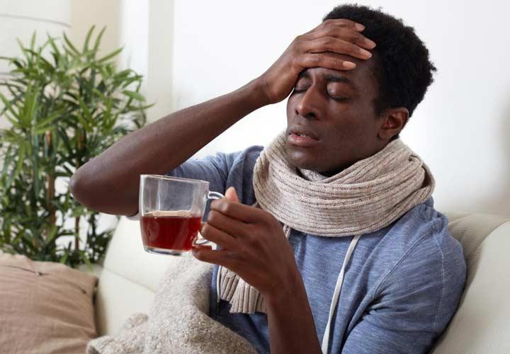 از علائم بیماری گوشتخوار می توان به تب و لرز اشاره کرد. - باکتری گوشتخوار