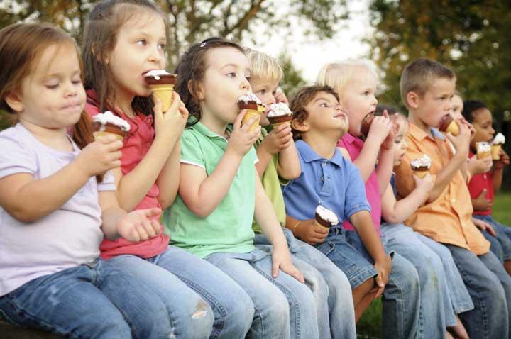بستنی خوردن